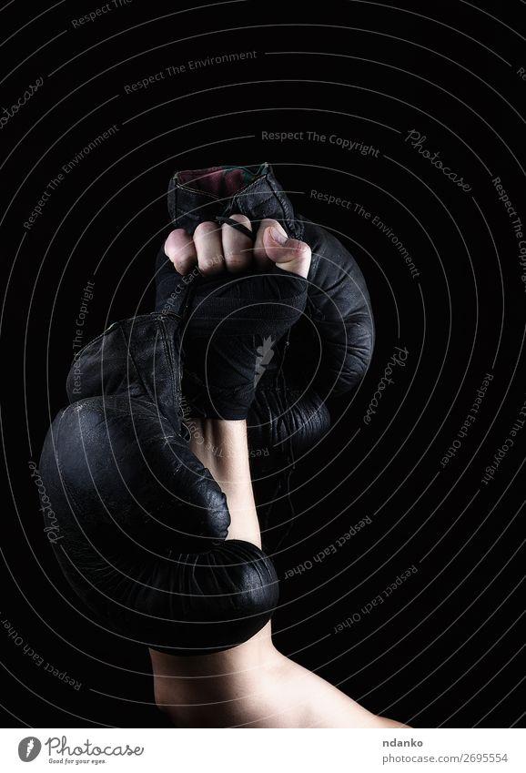 Mann alt Hand dunkel schwarz Lifestyle Erwachsene Sport braun Kraft Erfolg Fitness Schutz stark hängen Spitze