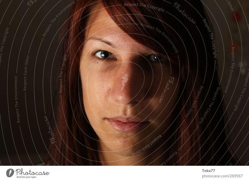 Lichtgesicht Mensch Jugendliche schön Erwachsene Gesicht gelb feminin Leben Gefühle Haare & Frisuren Kopf Stil träumen Stimmung braun elegant