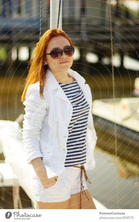 Bom Chicka Wah Wah! Mensch Frau Jugendliche weiß Sommer Erwachsene feminin Stil Junge Frau elegant Haut 18-30 Jahre stehen Lifestyle T-Shirt dünn