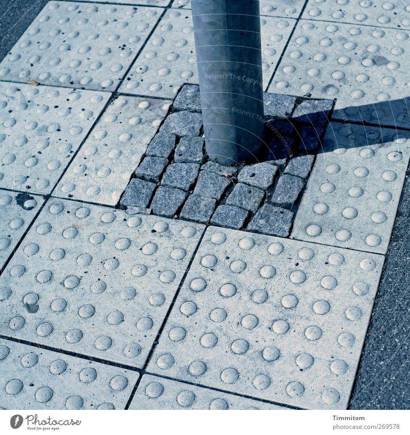 Mai Aktion: Waxing + Peeling zu Sonderpreisen Heidelberg Straße Stein Beton Metall stehen eckig einfach grau Kontrolle Ordnung Metallstange Betonplatte Fuge