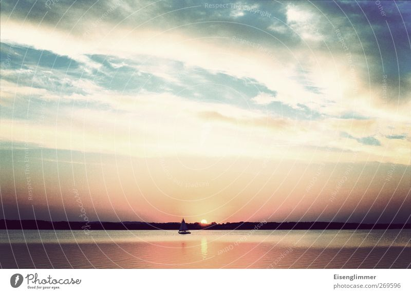 Masuren Umwelt Natur Landschaft Wasser Himmel Wolken Horizont Sonnenlicht Schönes Wetter See Polen Europa Menschenleer Schifffahrt Bootsfahrt Segelboot