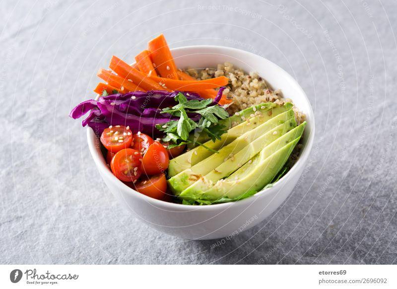 Vegane Buddha-Schale mit frischem Rohkost und Quinoa Schalen & Schüsseln Gemüse Avocado Zwiebel Tomate Möhre Kohlgewächse Gesunde Ernährung Foodfotografie
