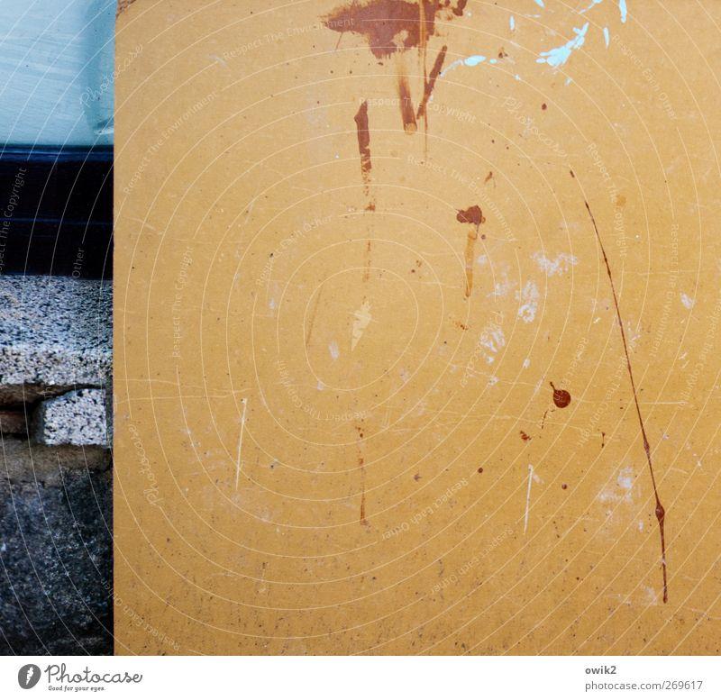 Fragmente Wand Holz Farbstoff Stein Mauer Kunst einfach Gemälde trashig bizarr Fleck Desaster eckig Rätsel Genauigkeit Kunstwerk
