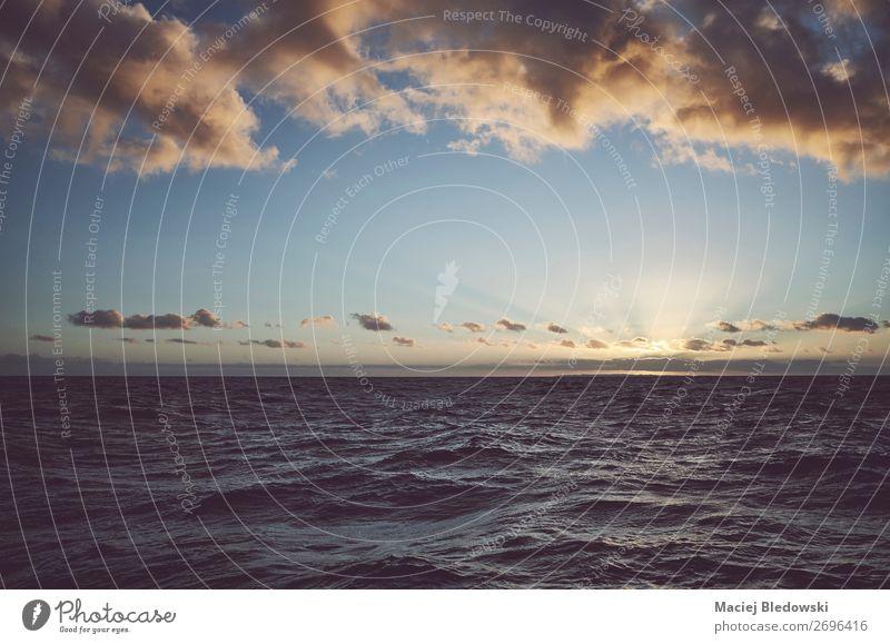 Himmel Ferien & Urlaub & Reisen Natur Sonne Meer Erholung Wolken Einsamkeit Ferne dunkel Freiheit Stimmung Horizont Wetter Wellen Abenteuer