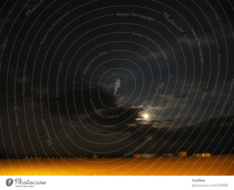 Nacht am Strand 2 Wasser Himmel Meer Strand schwarz Wolken gelb dunkel Sand Beleuchtung Mond