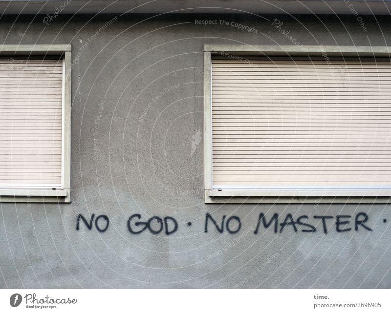Gedankenspiele Haus Mauer Wand Fenster Rollladen Fensterrahmen Schriftzeichen Graffiti außergewöhnlich trashig trist Stadt selbstbewußt Mut Leidenschaft Leben