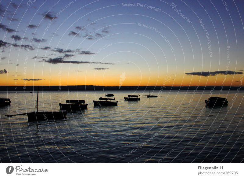 Abendruhe Umwelt Wasser Himmel Nachthimmel Sonnenaufgang Sonnenuntergang Schönes Wetter Wellen außergewöhnlich Unendlichkeit blau orange Gefühle Zufriedenheit