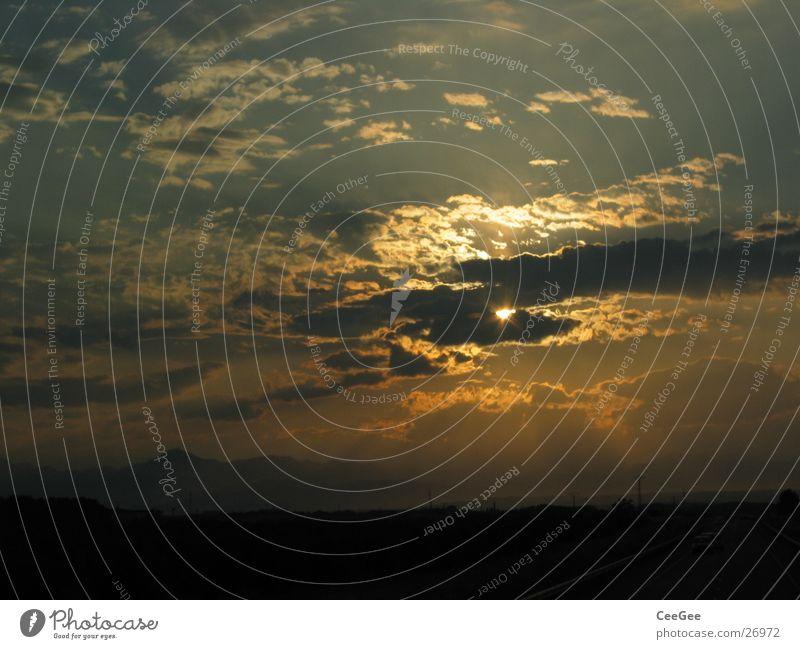 spanische Sonne 2 Himmel Wolken gelb dunkel Wärme Landschaft Beleuchtung Physik Abenddämmerung