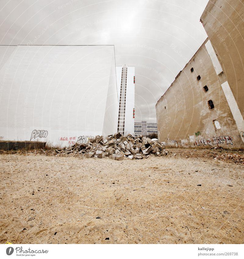 double trouble Stadt Haus Ruine bauen Baustelle Abrissgebäude Demontage alt neu weiß Sand Erde Berlin Wolken Farbfoto Außenaufnahme Menschenleer Licht Schatten