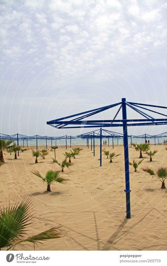 Sonnenschutz? Ferien & Urlaub & Reisen Tourismus Sommer Sommerurlaub Sonnenbad Strand Meer Insel Sand Himmel Wolken Pflanze Küste Stahl Wasser Linie alt