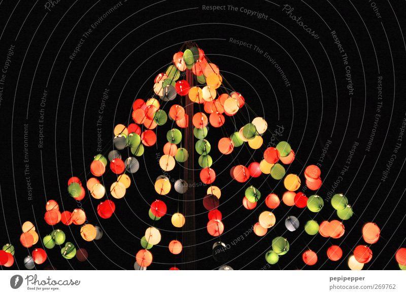 Lichterzelt Freude Garten Lampe Linie Feste & Feiern Musik Tanzen Tanzveranstaltung leuchten Häusliches Leben Kugel Lebensfreude Veranstaltung Zelt Nachtleben