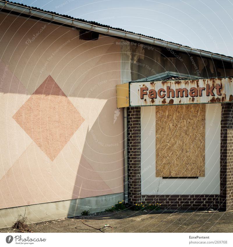AusVerkauf alt Stadt rot Haus gelb Wand Holz Architektur Mauer Stein braun Arbeit & Erwerbstätigkeit rosa geschlossen Schilder & Markierungen Beton