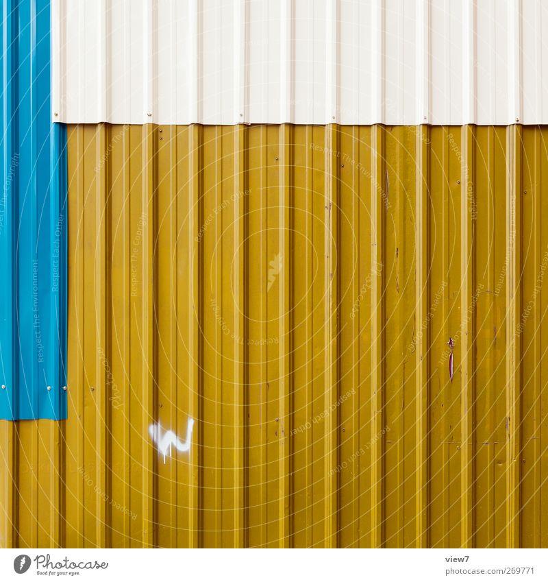 W: Wellblech Ferien & Urlaub & Reisen Baustelle Handwerk Haus Bauwerk Gebäude Architektur Mauer Wand Fassade Metall Zeichen Schriftzeichen Linie Streifen