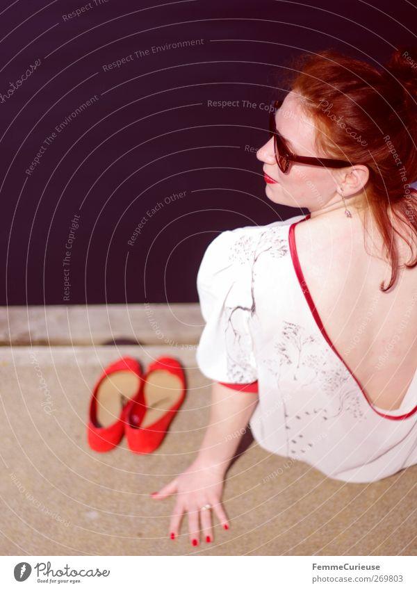 A girl and her red ballerinas. Mensch Frau Jugendliche weiß Ferien & Urlaub & Reisen schön rot Sonne Sommer Erwachsene Erholung Ferne feminin Stil Beine
