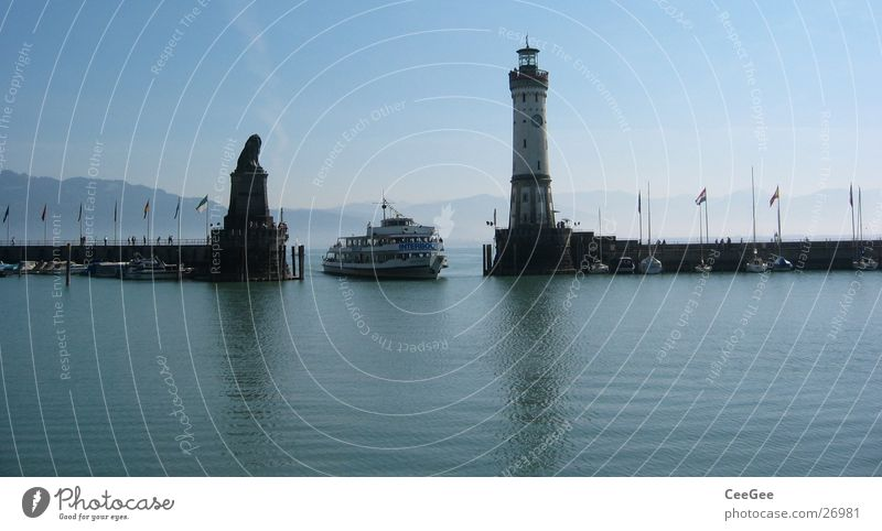 Bodenseeeinfahrt Wasser Himmel blau Berge u. Gebirge Mauer See Wasserfahrzeug Deutschland Nebel Europa fahren Insel Hafen Statue Anlegestelle Leuchtturm