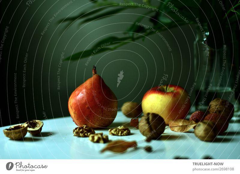 Still mit Apfel, Birne und Walnüssen Gesunde Ernährung Erholung ruhig Gesundheit Lifestyle Leben Senior Glück Häusliches Leben Design Zufriedenheit träumen