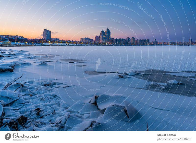 Winternacht Stadtlandschaft in der Nähe des Dnjepr-Flusses in Kiew Ferien & Urlaub & Reisen Schnee Gebäude Architektur blau Frieden Dnjepr Fluss kyiv Ukraine