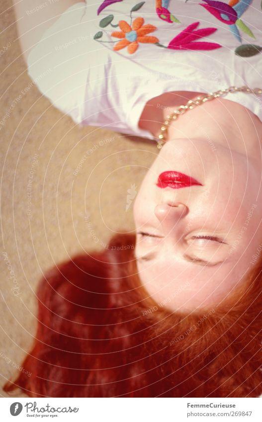 Rote Lippen... Lifestyle Reichtum elegant Stil feminin Frau Erwachsene Haut Kopf Haare & Frisuren Gesicht Mund 1 Mensch ästhetisch Erholung rothaarig