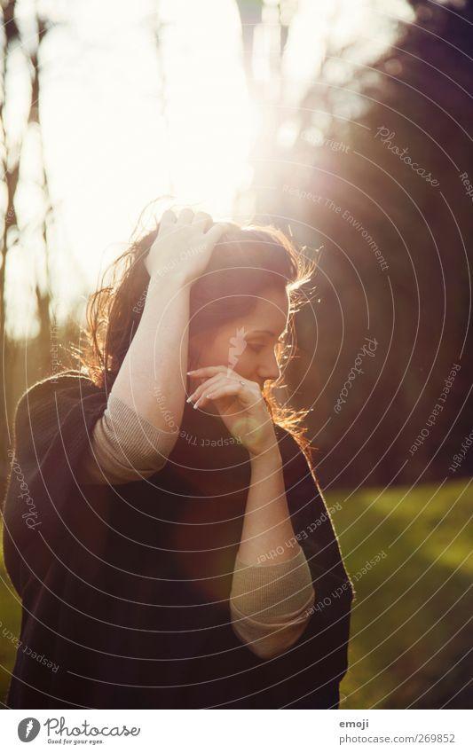 feelin' free feminin Junge Frau Jugendliche 1 Mensch 18-30 Jahre Erwachsene brünett langhaarig schön seriös Tanzen verträumt Farbfoto Außenaufnahme Tag Licht