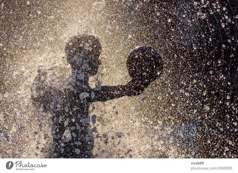Figur eines Brunnens in der Stadt Rostock Ferien & Urlaub & Reisen Tourismus Sommer Sonne Skulptur Wasser Wassertropfen Kugel Freizeit & Hobby Freude Kunst