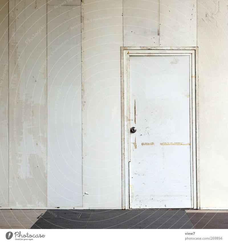 Zugang alt weiß Einsamkeit Haus Wand Mauer Metall Linie Innenarchitektur Tür elegant Ordnung Beginn Design frisch modern
