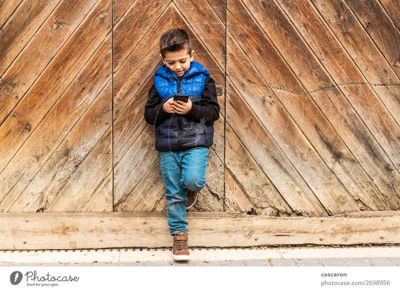 Kind Mensch Ferien & Urlaub & Reisen blau schön Haus Holz Senior Junge klein Spielen Mode braun Technik & Technologie Lächeln Kindheit