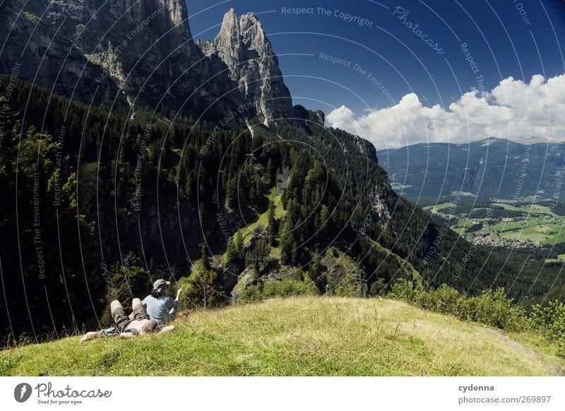 Blick ins Tal Mensch Himmel Natur Ferien & Urlaub & Reisen Sommer ruhig Wald Erholung Ferne Umwelt Landschaft Wiese Berge u. Gebirge Paar träumen sitzen