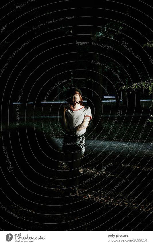 Shadow Dancer - [LS152] Frau Jugendliche Junge Frau Sommer Stadt Einsamkeit dunkel 18-30 Jahre Lifestyle Erwachsene Leben Traurigkeit feminin Stimmung