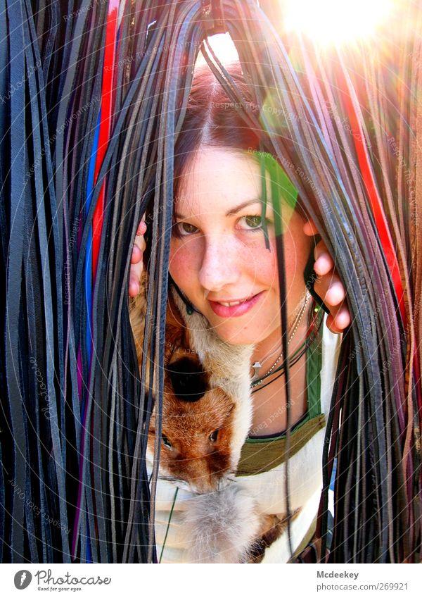 Mittelalterliches Versteckspielen Mensch Jugendliche blau weiß grün rot Tier schwarz Erwachsene Gesicht feminin Glück braun Junge Frau Wildtier natürlich