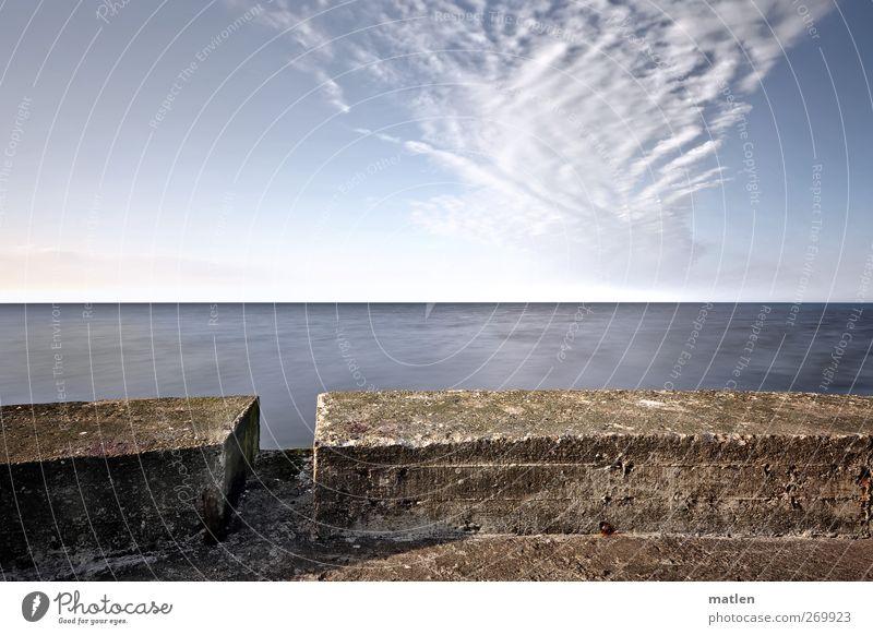 Horizont Landschaft Himmel Wolken Wetter Schönes Wetter Küste Meer Menschenleer Leuchtturm blau braun Mauer Abfluss Wolkenformation Gedeckte Farben