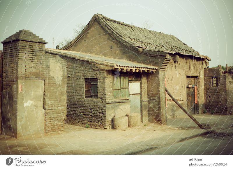Ein.Familien.Haus alt Wand Architektur Mauer Gebäude Zufriedenheit Fassade Armut authentisch Häusliches Leben Dach Idylle einfach Schutz Bauwerk