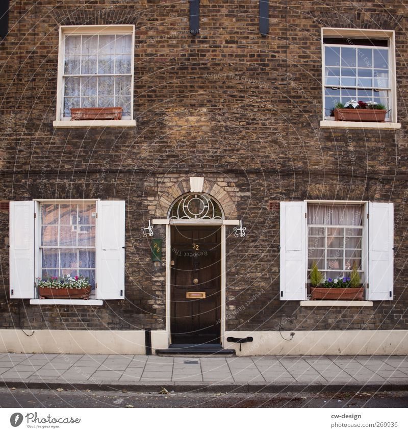 english is modern Stadt alt weiß Haus Fenster Wand Architektur Gebäude Mauer Stein braun Fassade Wohnung Häusliches Leben Tür authentisch