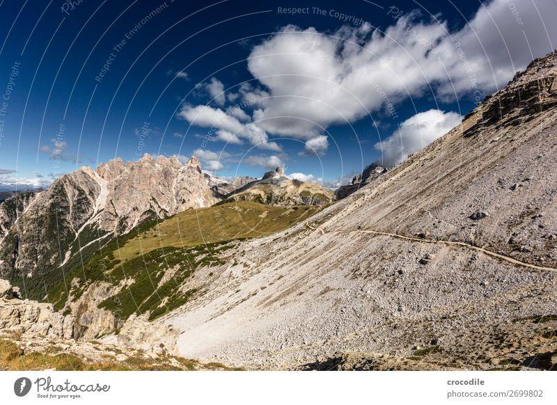 # 798 Drei Zinnen Dolomiten Sextener Dolomiten Weltkulturerbe Hochebene Farbfoto wandern Fußweg Gipfel Bergsteigen Alpen Berge u. Gebirge Schönes Wetter Wiese