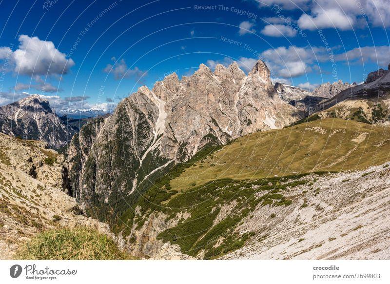 # 797 Drei Zinnen Dolomiten Sextener Dolomiten Weltkulturerbe Hochebene Farbfoto wandern Fußweg Gipfel Bergsteigen Alpen Berge u. Gebirge Schönes Wetter Wiese