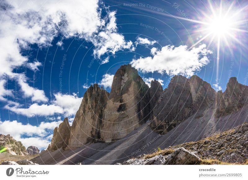 # 787 Drei Zinnen Dolomiten Sextener Dolomiten Weltkulturerbe Hochebene Farbfoto wandern Fußweg Gipfel Bergsteigen Alpen Berge u. Gebirge Schönes Wetter Wiese
