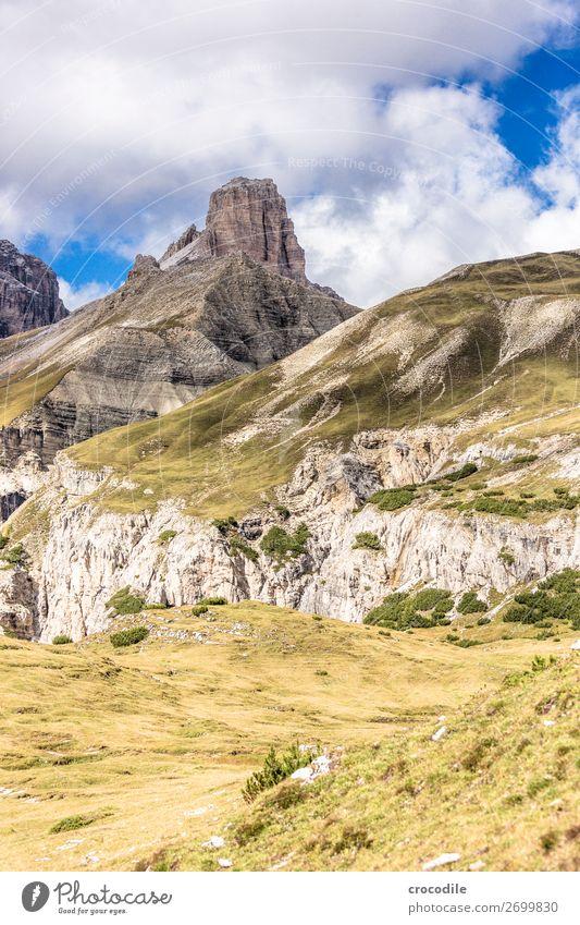 # 823 Drei Zinnen Dolomiten Sextener Dolomiten Weltkulturerbe Hochebene Farbfoto wandern Fußweg Gipfel Bergsteigen Alpen Berge u. Gebirge Schönes Wetter Wiese