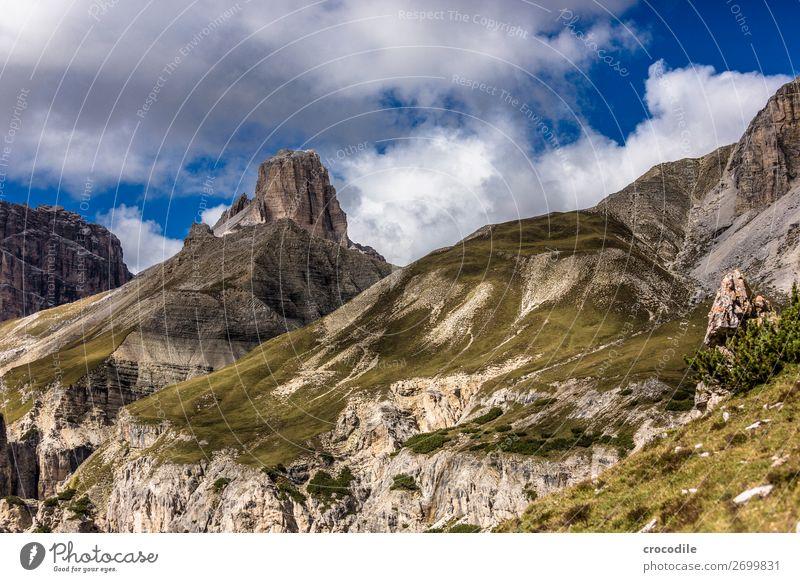 # 822 Drei Zinnen Dolomiten Sextener Dolomiten Weltkulturerbe Hochebene Farbfoto wandern Fußweg Gipfel Bergsteigen Alpen Berge u. Gebirge Schönes Wetter Wiese
