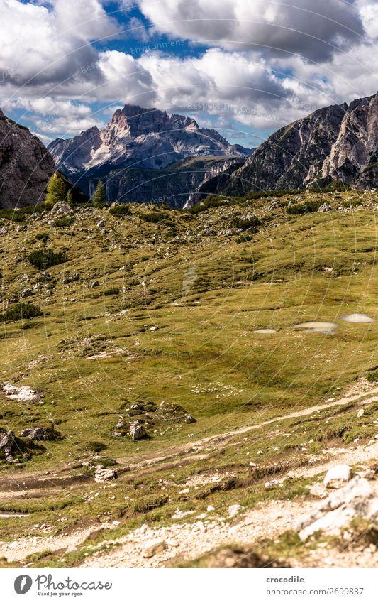 # 817 Drei Zinnen Dolomiten Sextener Dolomiten Weltkulturerbe Hochebene Farbfoto wandern Fußweg Gipfel Bergsteigen Alpen Berge u. Gebirge Schönes Wetter Wiese