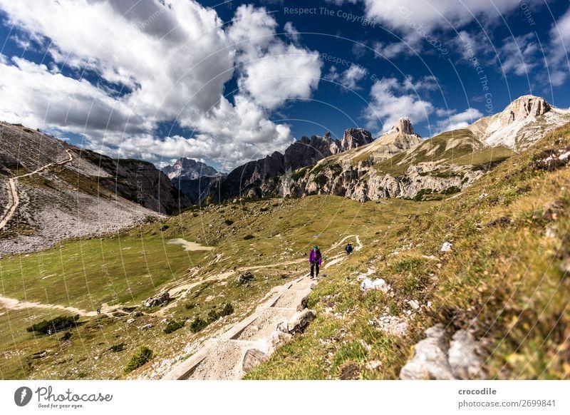 # 792 Drei Zinnen Dolomiten Sextener Dolomiten Weltkulturerbe Hochebene Farbfoto wandern Fußweg Gipfel Bergsteigen Alpen Berge u. Gebirge Schönes Wetter Wiese