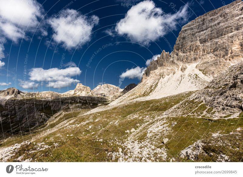 # 807 Drei Zinnen Dolomiten Sextener Dolomiten Weltkulturerbe Hochebene Farbfoto wandern Fußweg Gipfel Bergsteigen Alpen Berge u. Gebirge Schönes Wetter Wiese