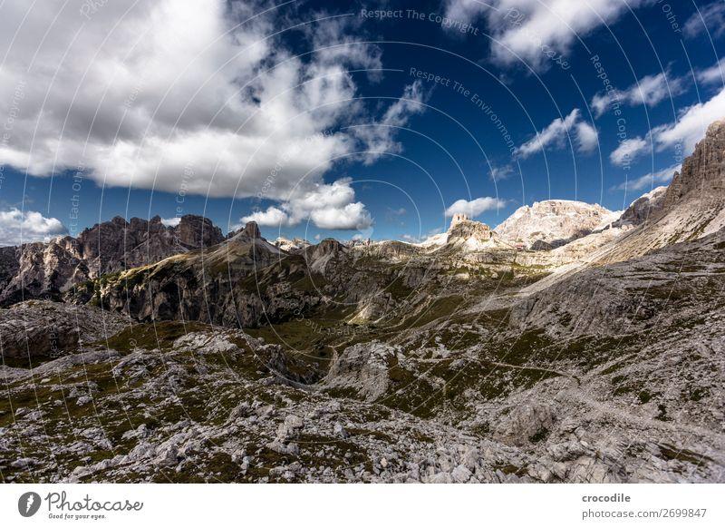 # 805 Drei Zinnen Dolomiten Sextener Dolomiten Weltkulturerbe Hochebene Farbfoto wandern Fußweg Gipfel Bergsteigen Alpen Berge u. Gebirge Schönes Wetter Wiese