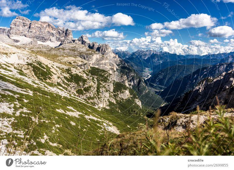 799 Drei Zinnen Dolomiten Sextener Dolomiten Weltkulturerbe Hochebene Farbfoto wandern Fußweg Gipfel Bergsteigen Alpen Berge u. Gebirge Schönes Wetter Wiese