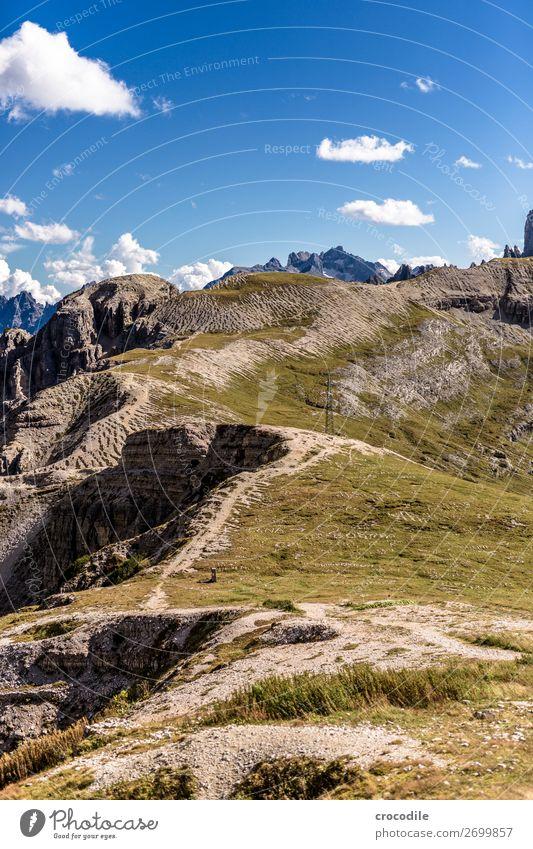 # 815 Drei Zinnen Dolomiten Sextener Dolomiten Weltkulturerbe Hochebene Farbfoto wandern Fußweg Gipfel Bergsteigen Alpen Berge u. Gebirge Schönes Wetter Wiese