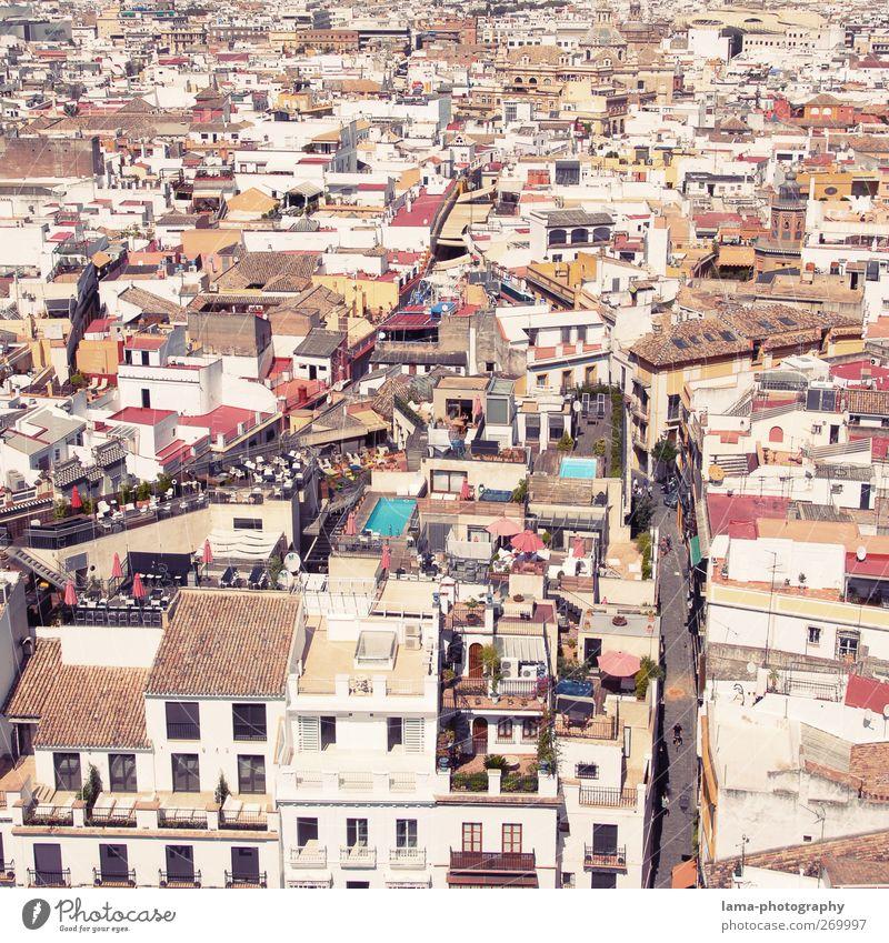 Mosaico [XLIV] weiß Stadt Haus Straße Architektur Wege & Pfade Gebäude hell Häusliches Leben Dach Spanien Stadtzentrum mediterran bevölkert Fußgängerzone