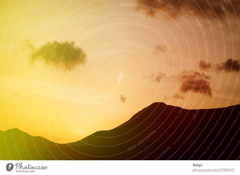 Schöner Himmel mit Schichten des Berges. schön Ferien & Urlaub & Reisen Sommer Sonne Berge u. Gebirge Natur Landschaft Wolken Horizont Wetter Wiese Hügel dunkel