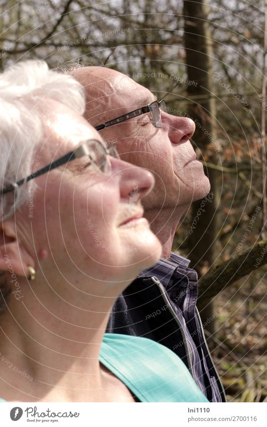 Senioren genießen Frühlingssonne harmonisch Wohlgefühl Zufriedenheit Sinnesorgane Erholung ruhig Ausflug Mensch maskulin feminin Weiblicher Senior Frau