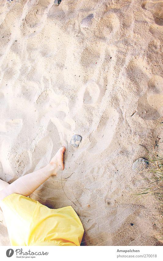 ::12-8:: Mensch Frau Jugendliche Ferien & Urlaub & Reisen Sommer Meer Strand Erwachsene Erholung Leben Wärme Küste Junge Frau Sand Stein Beine