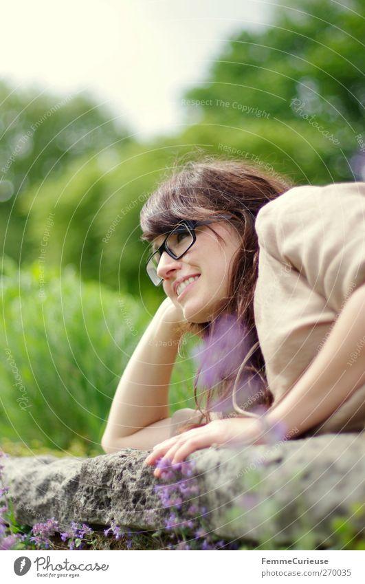 Die Parksaison ist eröffnet! Mensch Frau Natur Jugendliche Baum Sommer Erwachsene Erholung feminin Frühling Kopf Garten Junge Frau Freizeit & Hobby Arme