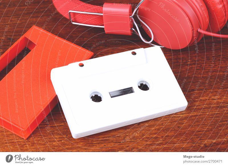 Klassische Kopfhörer und Audiokassette Stil Spielen Tisch Entertainment Musik Diskjockey Technik & Technologie Felsen Mode Holz Kunststoff alt hören retro