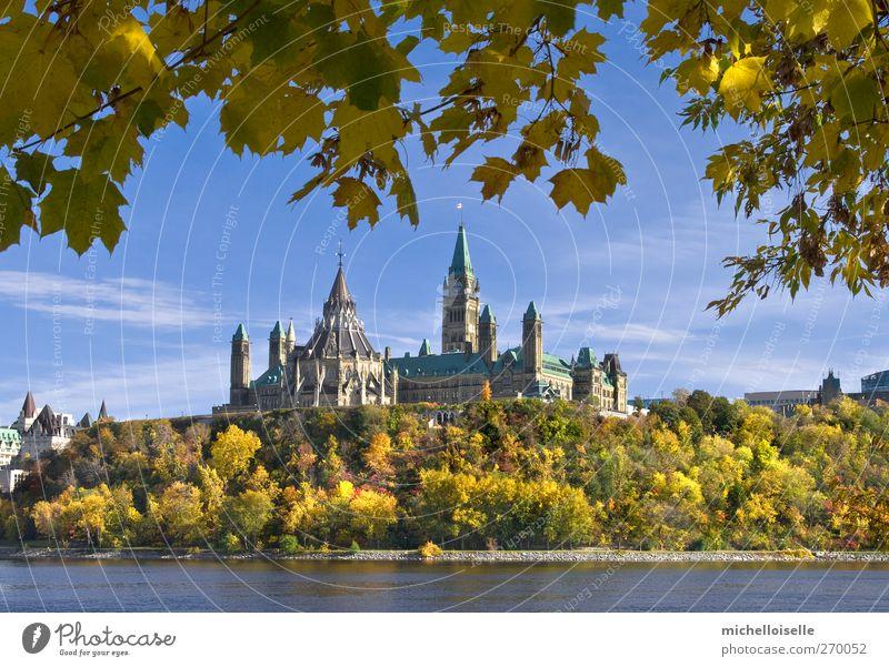 Himmel Ferien & Urlaub & Reisen blau Stadt grün Baum rot Landschaft Wolken Blatt Haus gelb Herbst Architektur hell braun